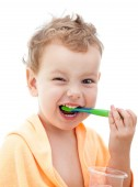 A happy young girl brushes his teeth. white background — 图库照片