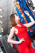 Young woman buying clothes in a boutique — Stockfoto