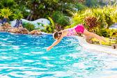 Smiling girl in swimming pool — Stock Photo