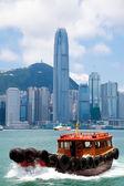 Junk boat in Victoria Harbor, Hong Kong, China — Stock Photo