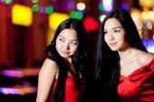Two happy asian girls in Beijing — Stock Photo