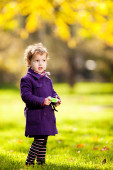 Cute girl in the park — Stock Photo