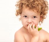 A little girl eating a juicy slice of watermelon. — Stock Photo