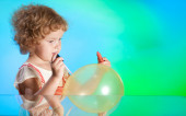 Girl drawing with baloon — Stock Photo