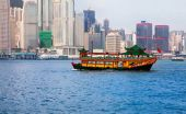 Tourist junk in Victoria Harbor, Hong Kong, China — Foto Stock