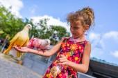 Feeding pigeons — Stock Photo