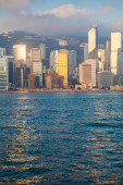 Hong Kong in the rays of the rising sun — Stock Photo