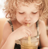 Girl holding a cup with a straw. — Stock Photo