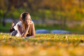 Young woman in the rays of the autumn sun — Stock Photo
