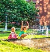 Zwei glückliche Kinder — Stockfoto
