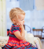 Indoor picture of diseased sad beauty kid girl — Stock Photo