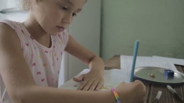 Girl is doing homework for elementary school. — Stock Video