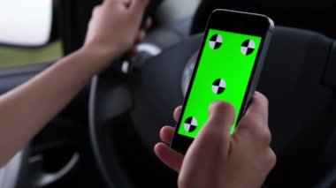 Using mobile phones while driving — Stock Video