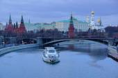 View of the Kremlin in the twilight.Moscow. — Стоковое фото