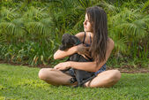 Teenage girl with puppy on lawn — Stockfoto