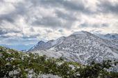 Amazing view to snowy mountains — Stock Photo