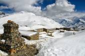 High Camp at 5000 meters above sea level - shelter for trekkers nearby Thorong-la Pass — Stock Photo