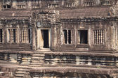 Wall with stone carved decoration of ancient Khmer temple — Stock Photo