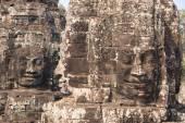 Dört tarafı Angkor - antik Khmer tapınakta Bayon yüzleri taş — Stok fotoğraf