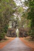 Arch to the ancient city of Angkor — Stock Photo
