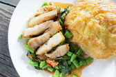 Rice topped with omelet and stir-fried pork and basil — Stock Photo
