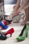 Försöker på skor — Stockfoto