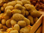 Potatoes market in the Supermarket — Stock Photo