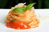 Pasta or Spaghetti with tomato sauce and basil — Stock Photo