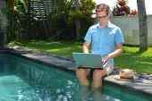 Young Businessman working with Computer on vacations — Stockfoto