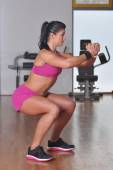 Woman doing exercises in the gym — Stock Photo