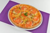 Vegetarian pizza with tomatoes — Stock Photo