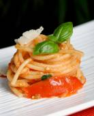 Pasta or Spaghetti with tomato sauce and basil — Stock Photo