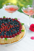 Fruit tart with fresh raspberry and blueberry — Stock Photo
