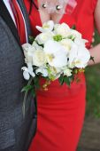 Bride and groom holding bouquet — Stock Photo
