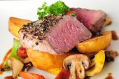 Juicy steak with baked potatoes — Stock Photo
