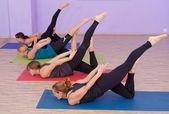 Bikram Hot Yoga-Klasse — Stockfoto