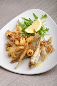 A portion of mixed fried fish — Stock Photo