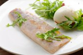 Steamed fish fillet with boiled egg — Stockfoto