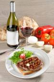 Grilled steak  on toast bread — 图库照片
