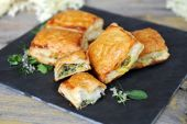 Spinach and vegetable pastry — Stok fotoğraf