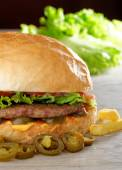 Big juicy Mexican burger with spicy jalapenos — Fotografia Stock