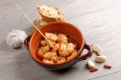 Sizzling prawns with chili and garlic — Stock Photo
