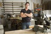動力工具を使用してジョブの作業で大工します。 — ストック写真