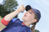 A baseball player having a asthma crisis — Stock Photo