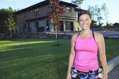 A woman jogging in a urban place with house in the background — Photo