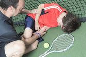 Boy tennis player who having a injury — Stockfoto