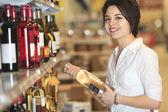 A beautiful woman choosing food in supermarket. — Stock Photo