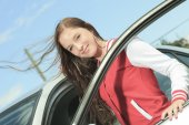Car driver woman happy showing car keys out window — Stock Photo