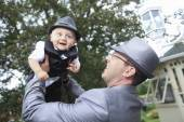 A groom outside with child the wedding day — Stock Photo