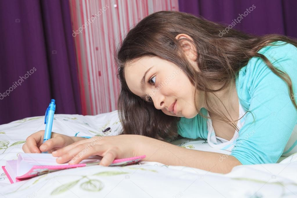 Девушке писать в постель фото 322-522